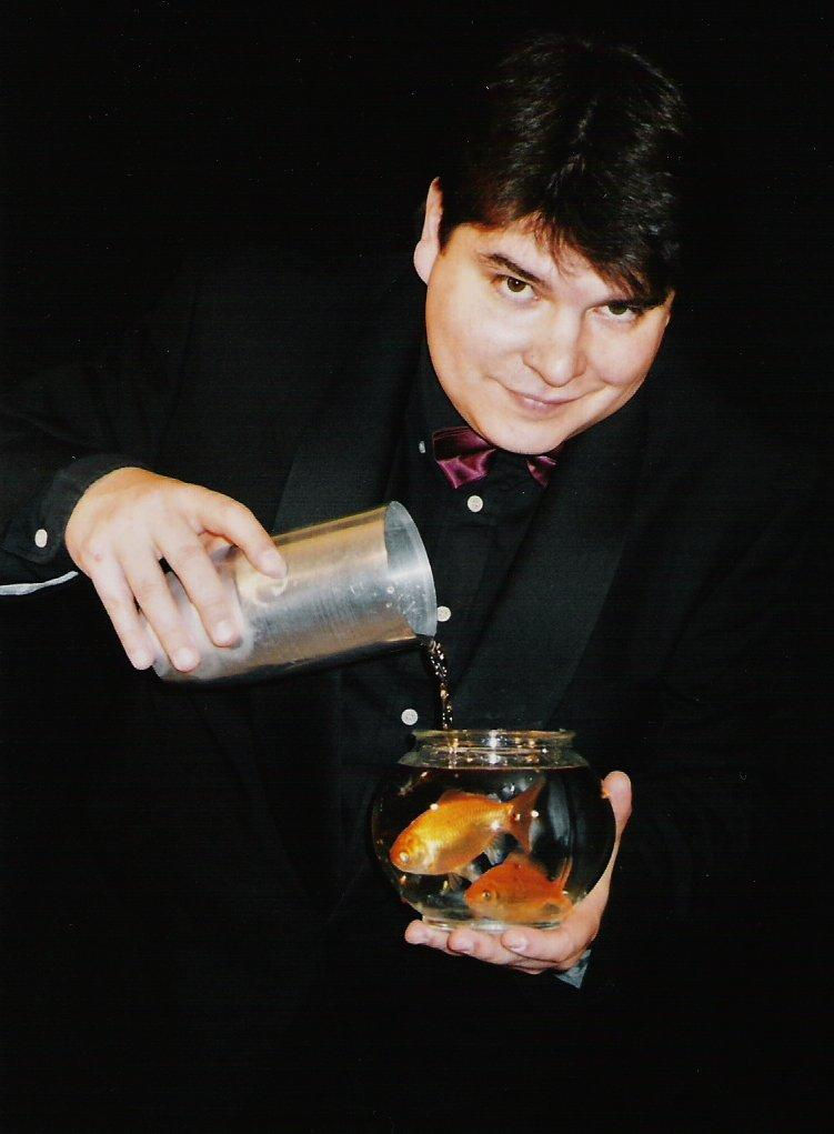 Magician Olivier OK MAGICS with appearing fishes