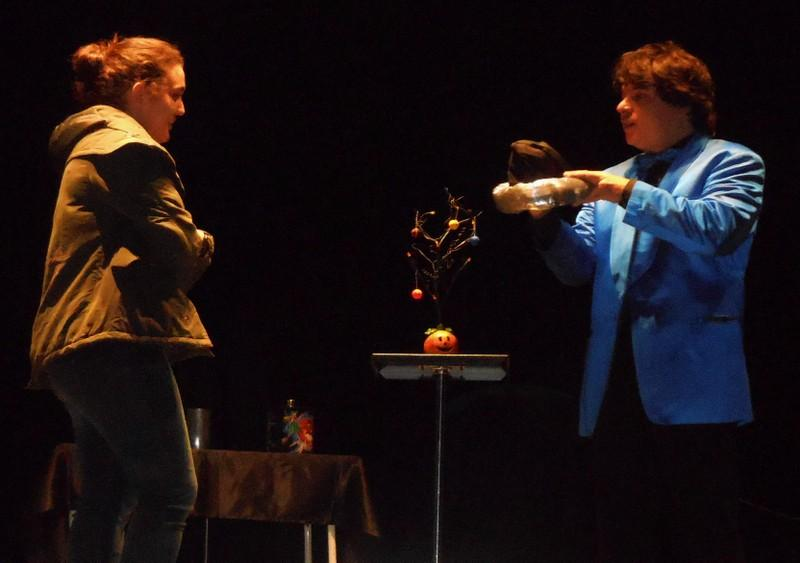 Magician Olivier OK MAGICS performing Halloween trick in Tudela Spain 2013