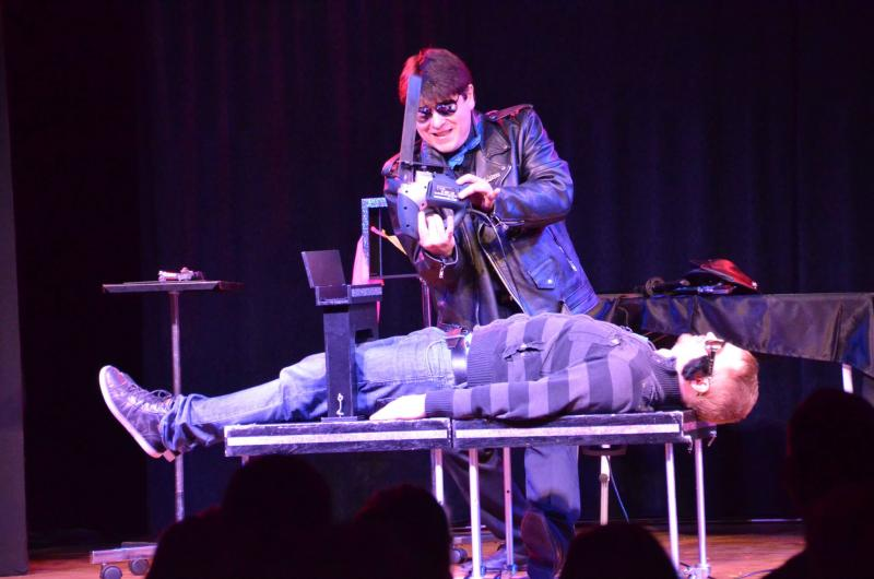 Magician Olivier Klinkenberg OK MAGICS sawing a spectator in half with an electric saw